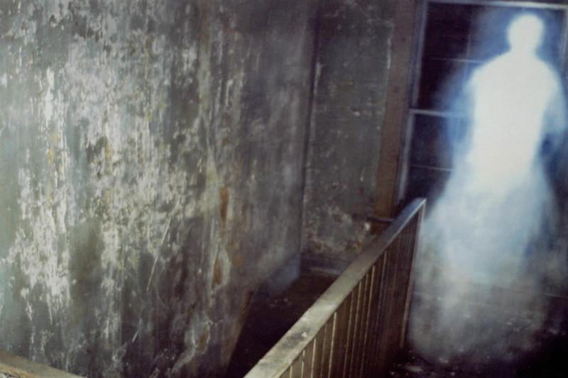 Ученые узнали причины, почему люди могут видеть призраков