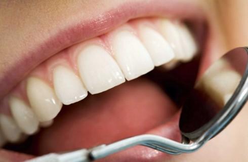 Молоко поможет отбелить зубы