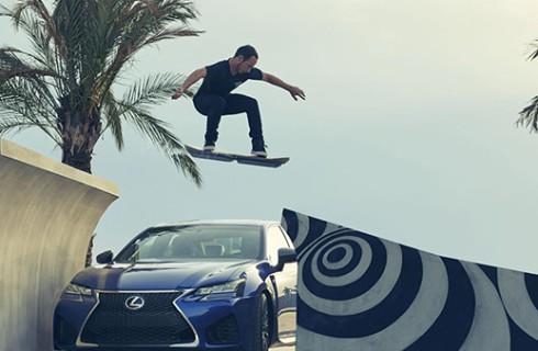 Lexus отправляет землян в будущее