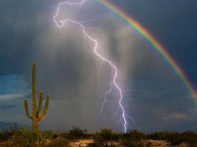 Молнию и радугу удалось сфотографировать вместе