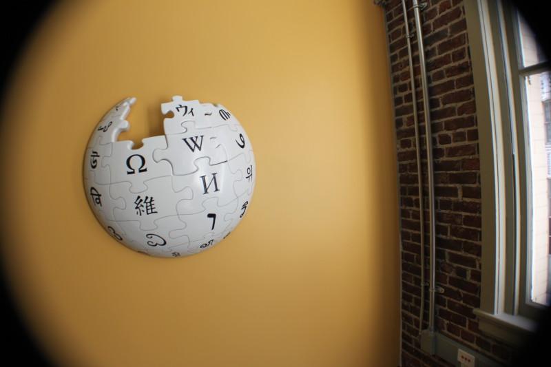 Википедия замерла в ожидании блока
