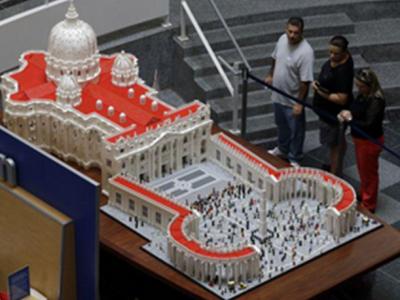 Модель Ватикана из LEGO