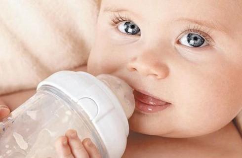 В Румынии откажутся от смесей для новорожденных