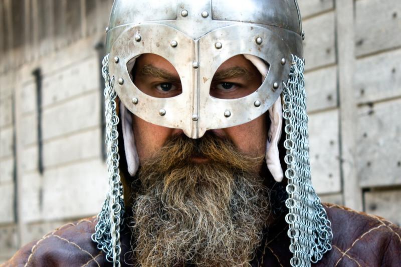 Мечи викингов лежат под ногами