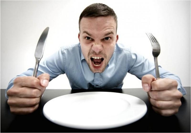 Голод превращает людей в хищников