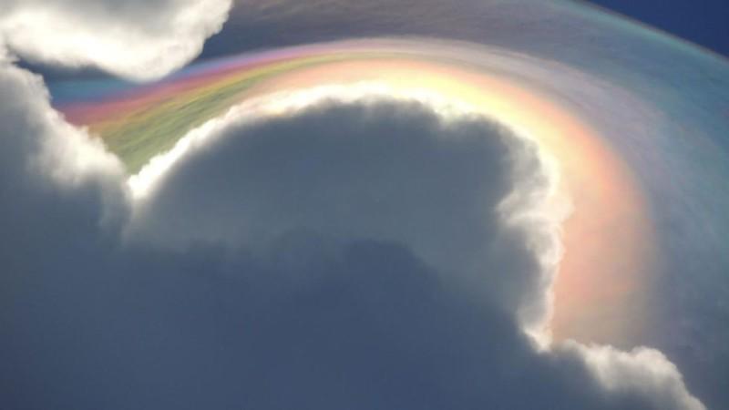 На Ямайке даже облака радужные