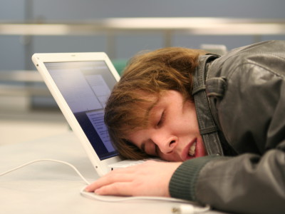 Люди спят меньше