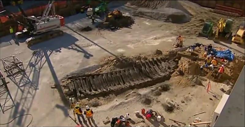 Корабль помешал строительству гостиницы