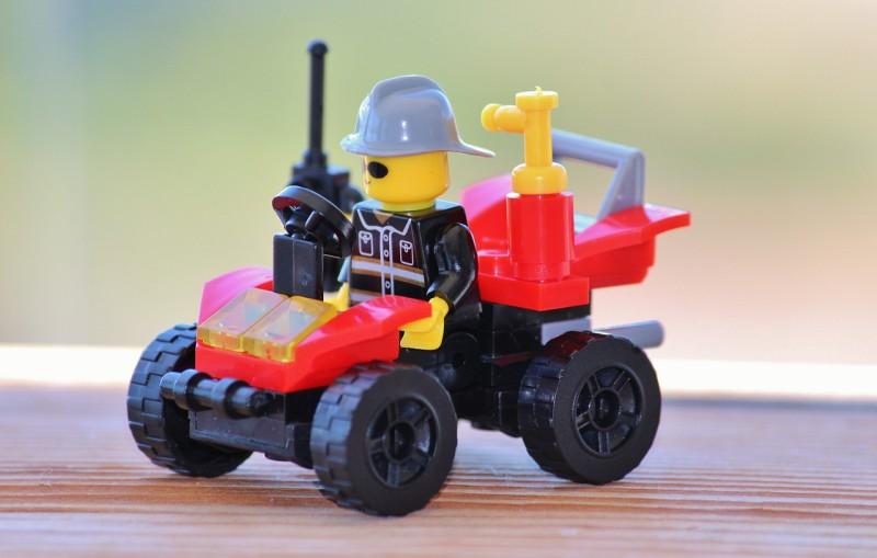 Семья превратится в фигурки Lego