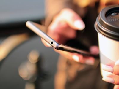 Чистить смартфоны необходимо