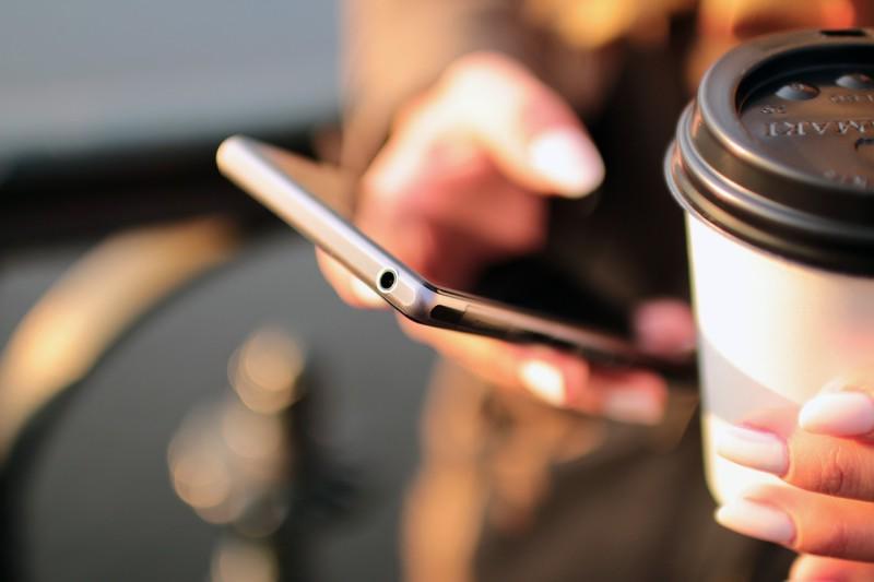 Лучший способ очистки грязных смартфонов