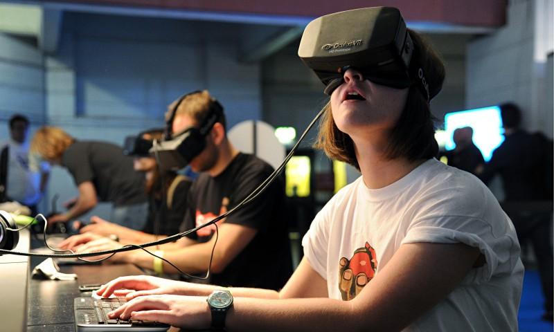 Основатель Oculus Rift принес свои извинения