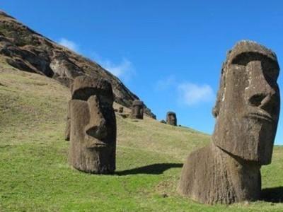 Каменные идолы на острове Пасхи
