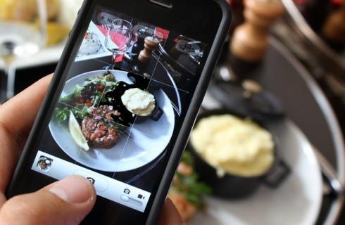 Ученые выяснили, какое влияние на организм человека оказывает фотографирование еды