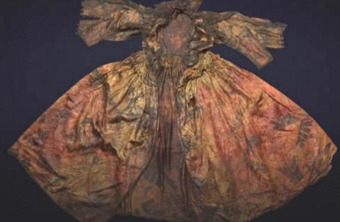 Платье раскрыло секреты английской королевы