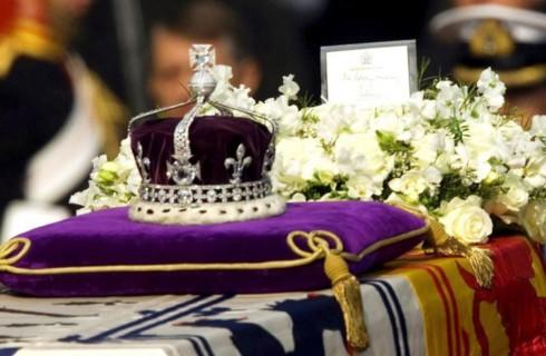 Индия забирает бриллианты с британской короны