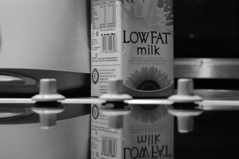 Откажитесь от обезжиренного молока