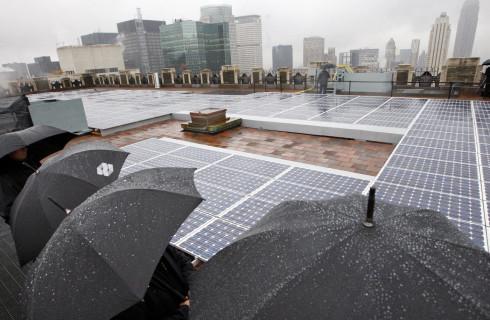 Солнечные батареи научили вырабатывать энергию из дождя