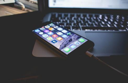 Компания Apple решит проблему со взломом iPhone