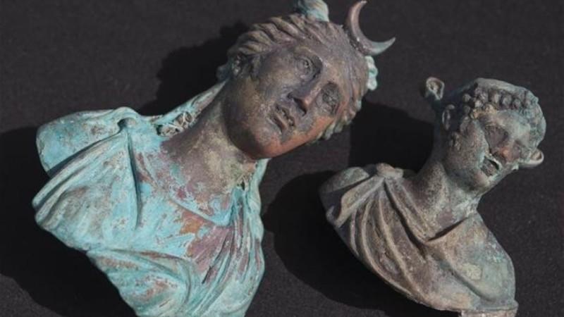Кораблекрушение помогло спастись статуям