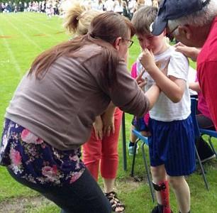 Доброта детей помогла мальчику победить