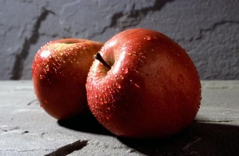 В Канаде человеческое ухо вырастили в яблоке