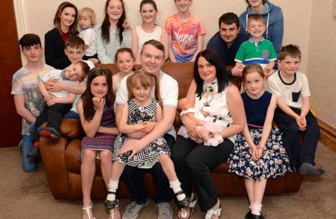 Самая большая семья Великобритании готова и дальше рожать