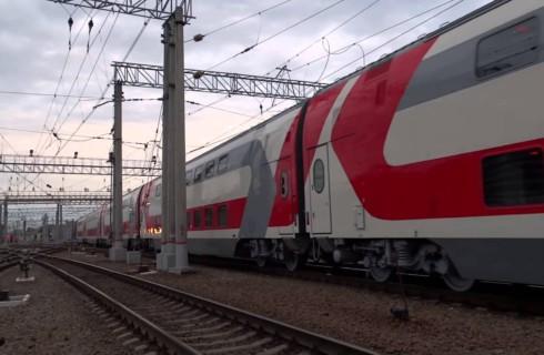 Двухэтажные поезда назвали именами великих деятелей кино