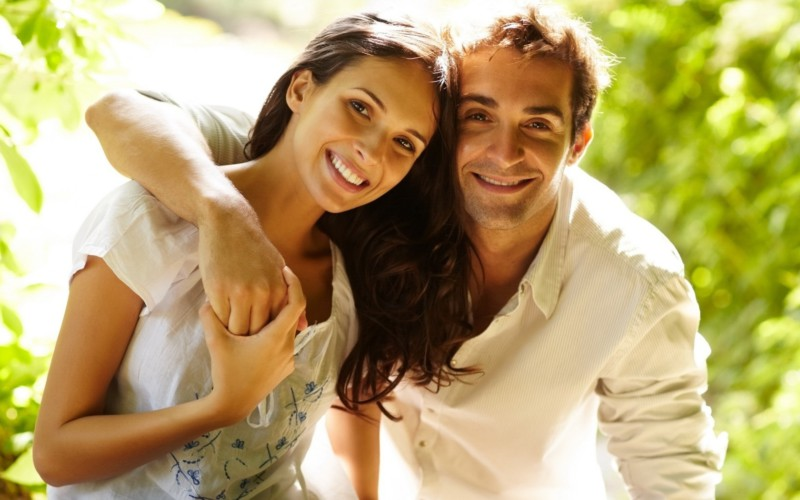 Женщин привлекают мужчины, которые состоят в отношениях