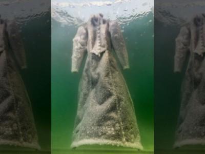 «Соленая невеста» — черное платье в Мертвом море