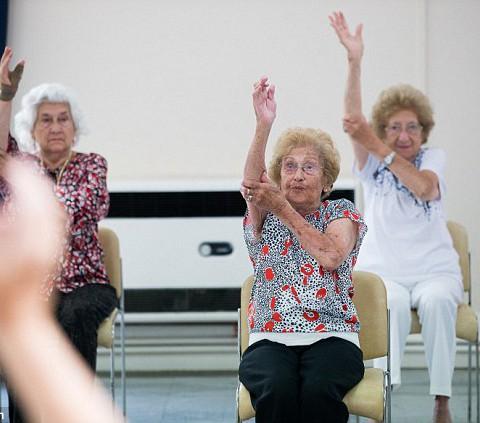 99-летний фитнес-инструктор продолжает преподавать