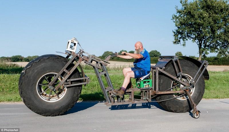 Человек построил из мусора самый тяжелый велосипед