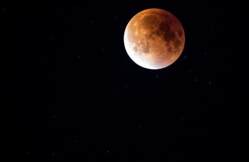 Ученые предсказали самое грандиозное лунное затмение