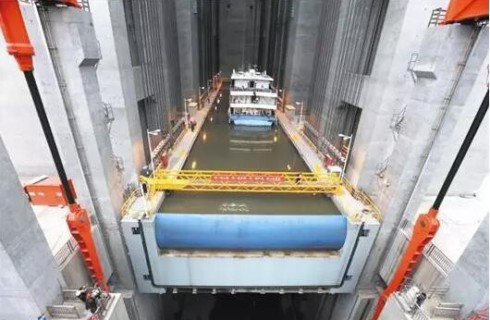 Китай построил уникальный лифт для грузовых судов