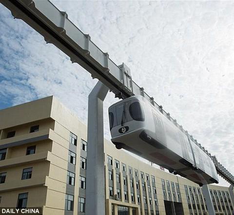 Подвесной монорельс будущего появился в Китае