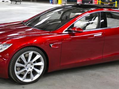 Самоуправление машин Tesla. Tesla Model S