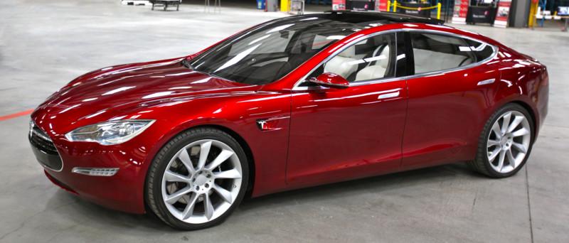 Tesla сделает все новые авто самоуправляемыми
