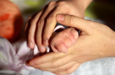 Медики не рекомендуют выкладывать фото младенцев в социальные сети