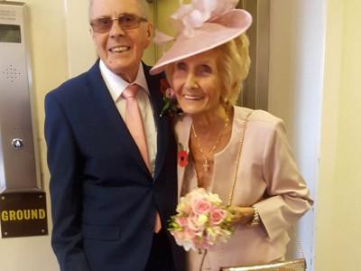История любви : Дэви Моакес (86 лет) и Хелен Андре (82 года)