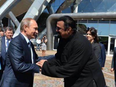 Стивен Сигал имеет гражданство России. Стивен Сигал и Владимир Путин