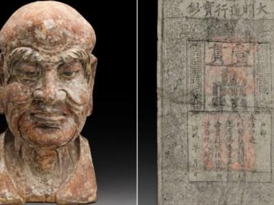 Древняя банкнота и скульптура