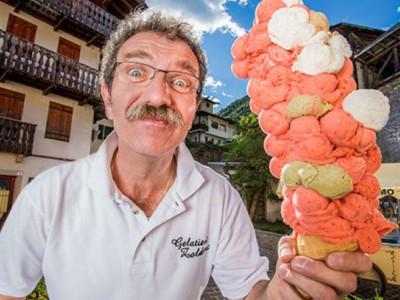 Самое большое мороженое. Димитри Панциера со своим мороженым-рекордсменом