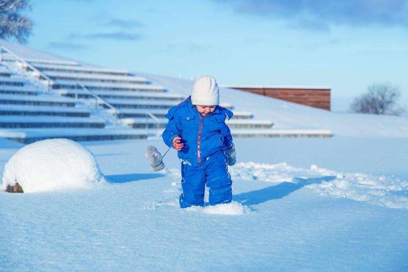 Игры на улице зимой полезны для детей