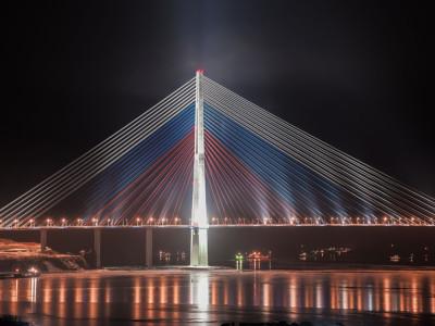 200 и 2000 рублей. Мост на остров Русский