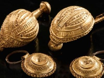 Кельтская гробница. Украшения, найденные в гробнице