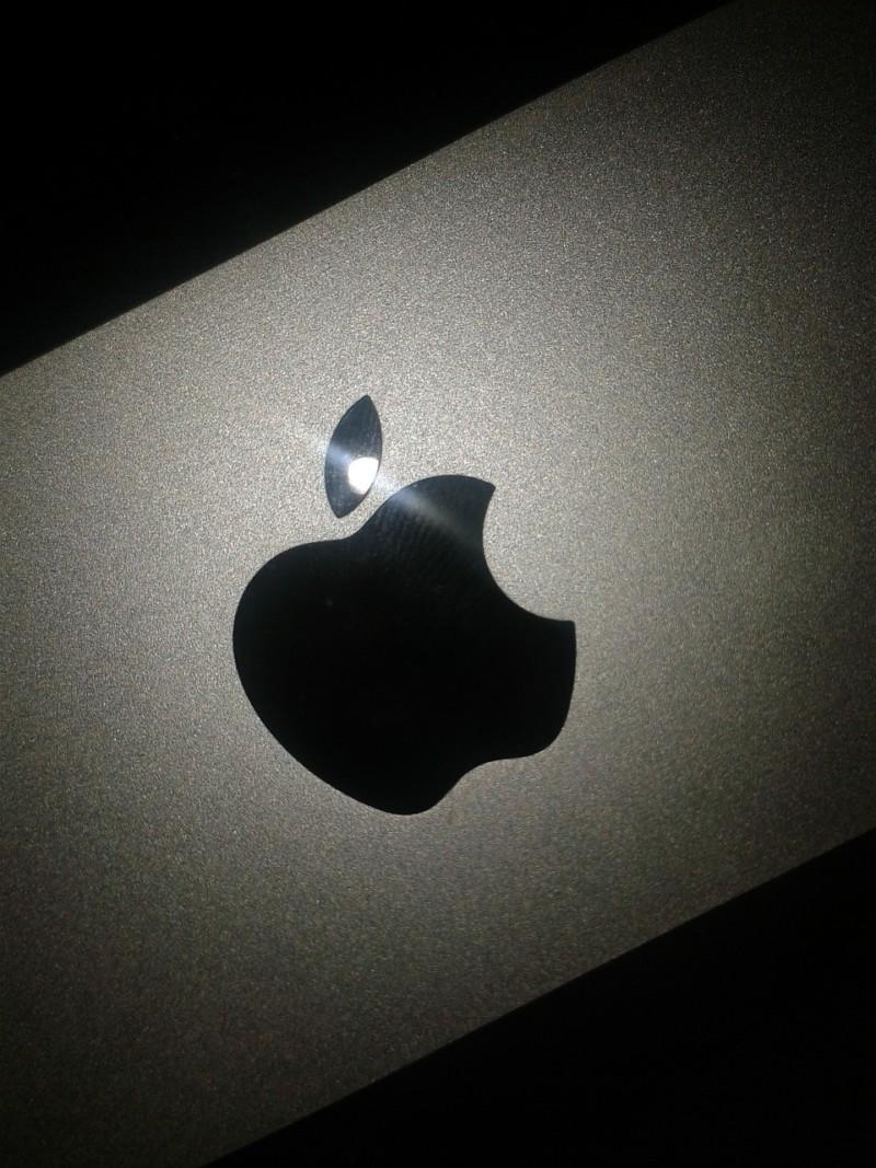 Компания Apple продолжает патентовать странные вещи