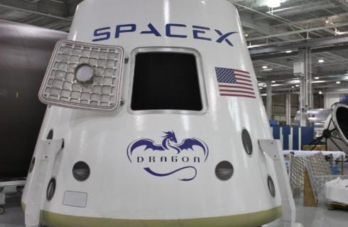 SpaceX готовится зарабатывать деньги на Луне