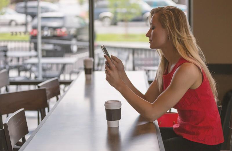 Смартфоны делают женщин более кокетливыми