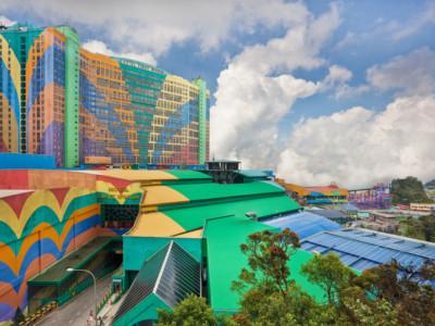 Самые крупные отели. First World Hotel