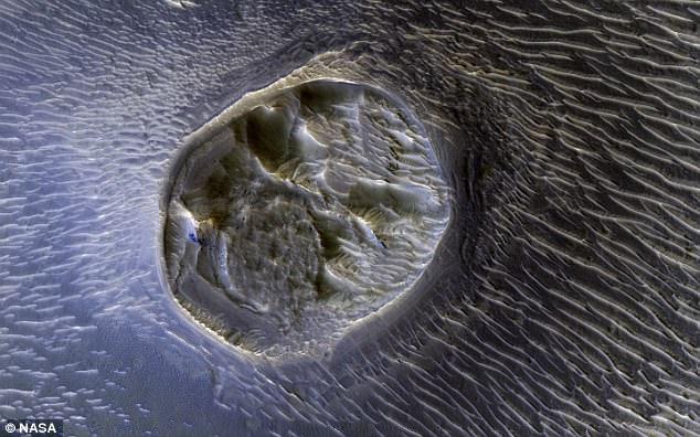 Кратер на Марсе скрывает город чужих?